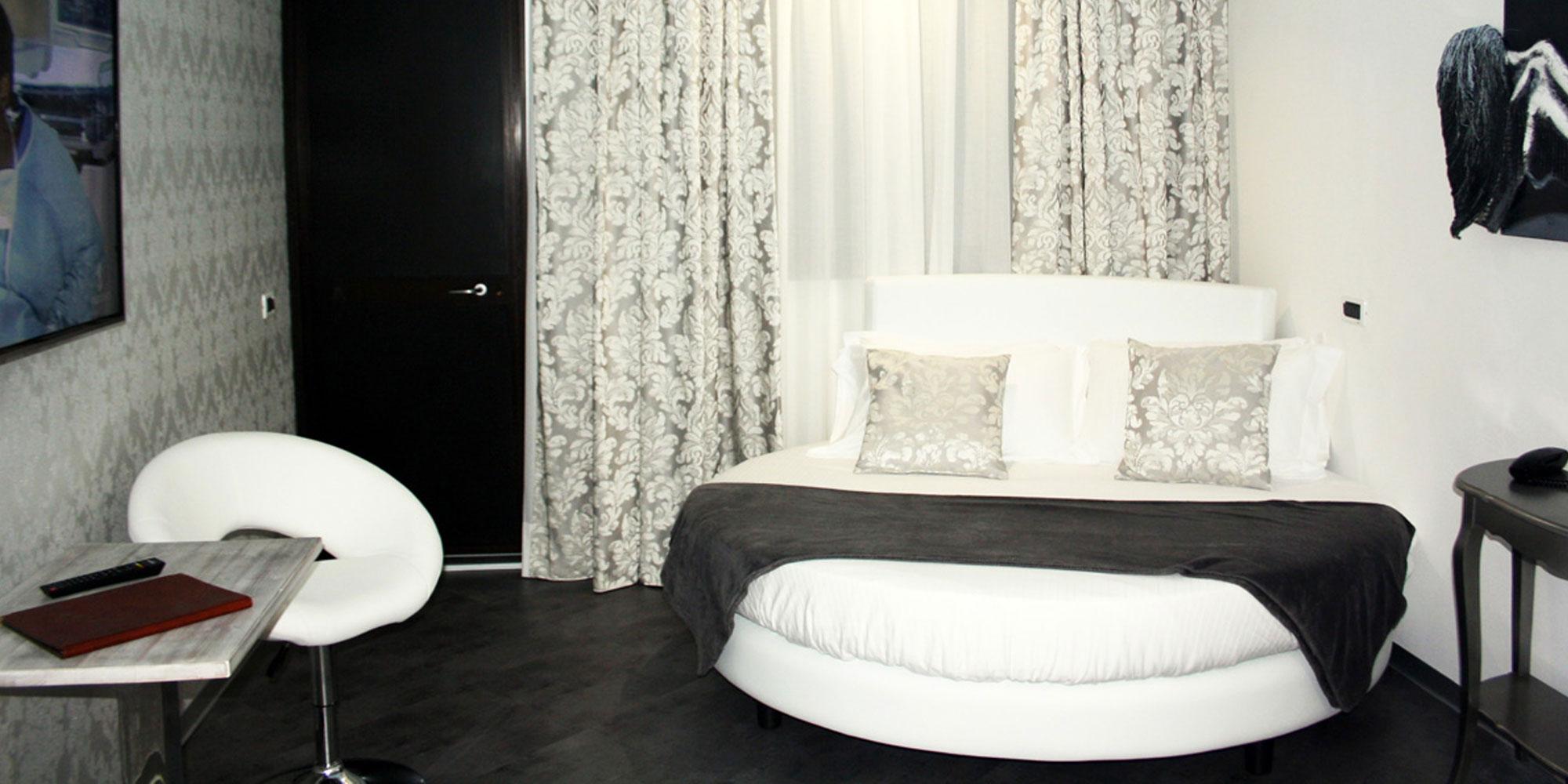 camera con vasca a milano